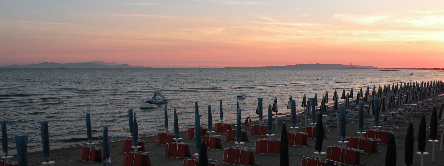 Family holidays in a hotel with restaurant and beach in Tuscany